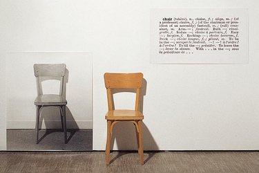 Joseph Kosuth - Drie stoelen