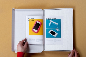 iPhone hoesjes in A Very Hard Cover Book