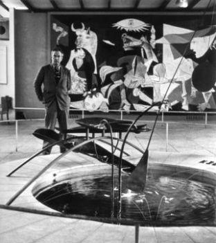 Alexander Calder in het Spaans Paviljoen (1937)