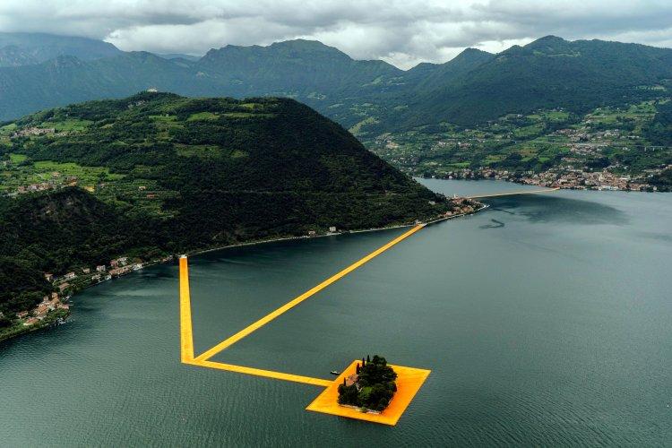 Het Project Floating Piers van Christo