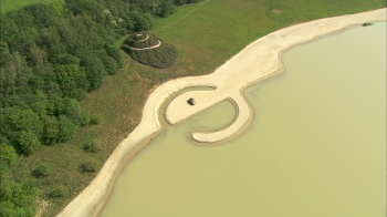 Robert Smithson - Broken Circle & Spiral Hill