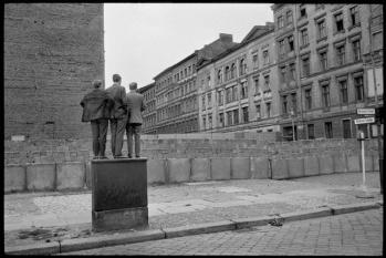 Henri Cartier Bresson - West Berlin. The Berlin wall. 1962 © Henri Cartier-Bresson / Magnum Photos
