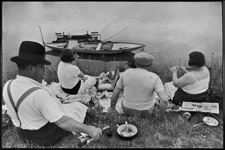 Henri Cartier Bresson - Sunday on the banks of the River Seine. 1938. © Henri Cartier-Bresson / Magnum Photos