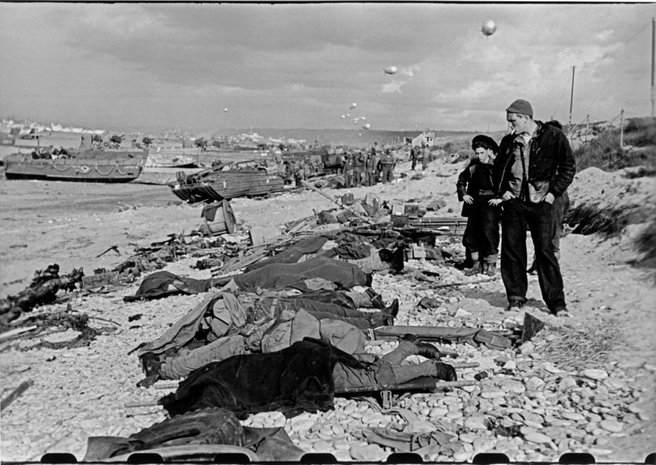 Robert Capa - Omaha Beach