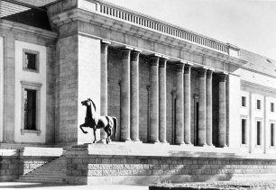 Reichskanzlei - Vooraanzicht met beelden Josef Thorak